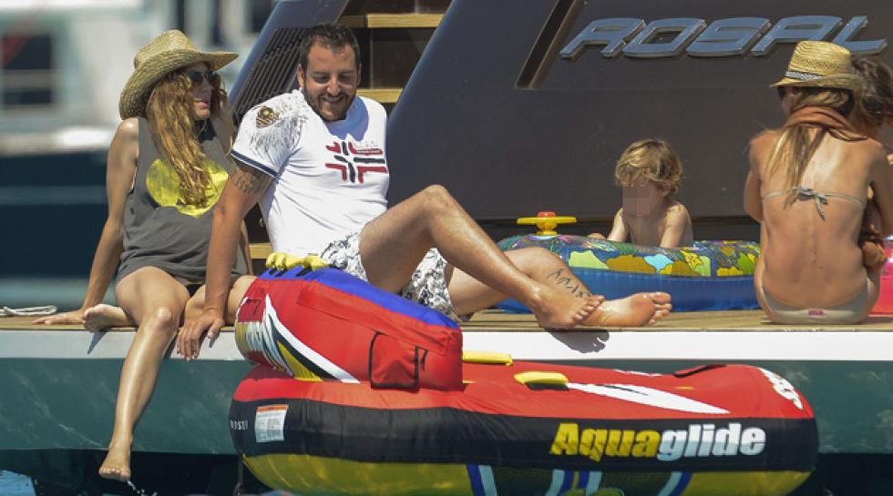 Borja y blanca navegan con sus hijos for Blanca romero y sus hijos