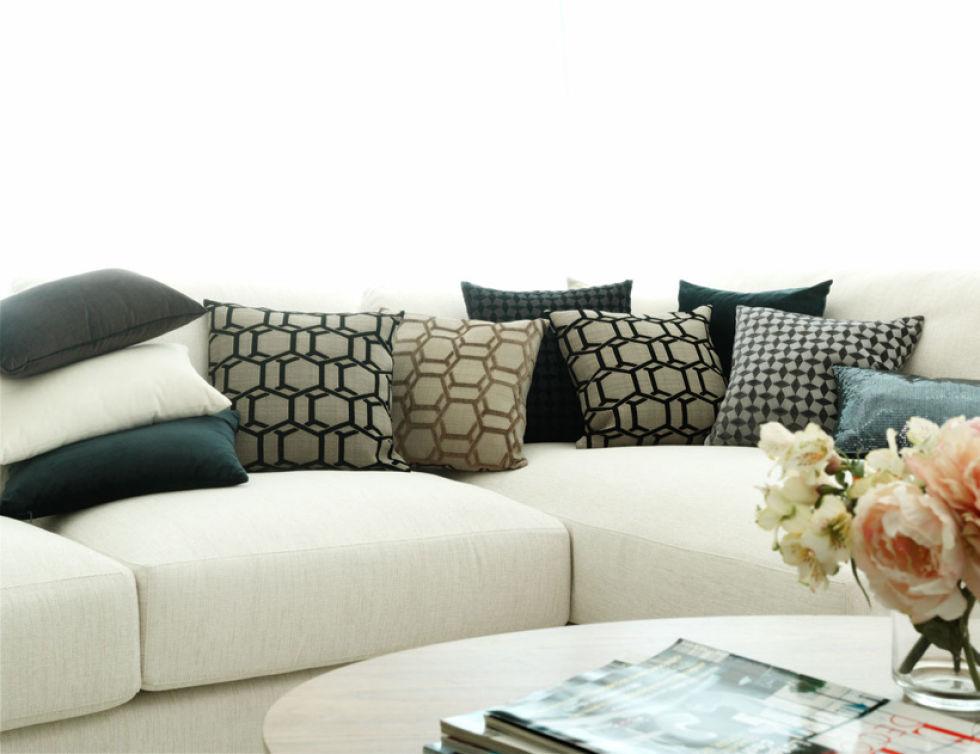 Combinar cojines sofa gris elegant diseo salas color gris for Combinar un sofa verde oscuro