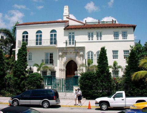 Los beckham compran la casa de versace for America todo un inmenso jardin