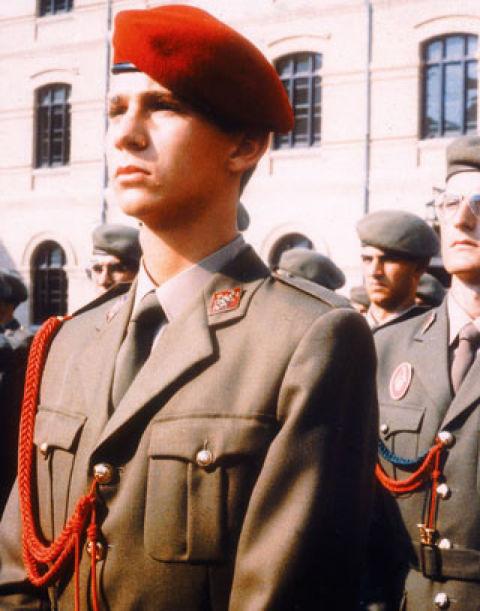 Don Felipe recibió formación de los tres Ejércitos. En esta imagen lo vemos durante un acto con el de Tierra, en la Academia General de Zaragoza.