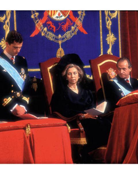 """1 de abril de 1993La Familia Real sufre una gran pérdida: fallece don Juan, el Conde de Barcelona, al que todos llaman cariñosamente """"patrón"""", apodo que heredará don Juan Carlos."""