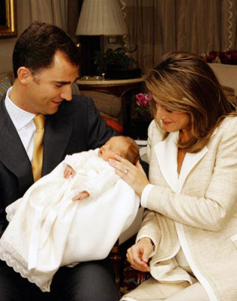 El 31 de octubre de 2005 nació la primogénita de los entonces Príncipes de Asturias: Leonor, que automáticamente recibía el reconocimiento de Infanta de España. Don Felipe estaba encantado con la paternidad.