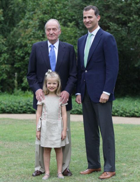 El 10 de septiembre de 2012, la Casa Real estrenó nueva página web y don Felipe fue uno de los protagonistas. La foto que daba la bienvenida a este espacio virtual sobre la Familia Real era una foto con las tres generaciones: don Juan Carlos, el entonces Heredero y la tercera en la línea de sucesión en aquel momento, Leonor.