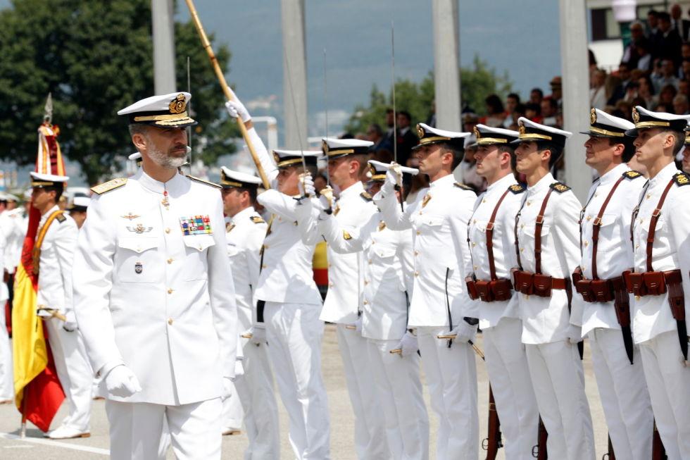 Don Felipe VI pasa revista al Batallón de Alumnos.