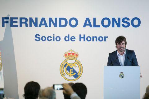 Fernando alonso oficializa su relaci n con linda morselli for Oficina atencion al socio real madrid